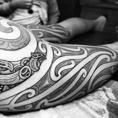 Do you like this tattoo? Cool Chest Tattoos, Leg Tattoos, Body Art Tattoos, Tribal Tattoos, Tattoos For Guys, Maori Tattoos, Polynesian Tattoos, Tattoo Art, Tatoos