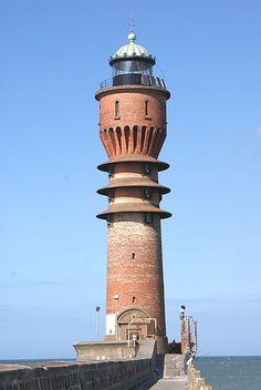 Mer du Nord - Feu de Saint-Pol - Dunkerque (Nord) - Coordonnées 51°03′38″N / 2°20′57″E - Feux : 2 éclats verts toutes les six secondes