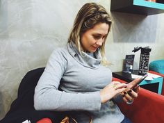 Aproveite seu intervalo de almoço e venha para o Espaço Dellas.  A Gabriela Busetto é médica e adora nosso espaço pois sempre consegue encaixar um horário para manicure pedicure e blowOut durante seus intervalos. Também segundo ela sente-se em casa e ama a variedade de esmaltes a capacitação dos profissionais e o café. Venha nos conhecer! Nosso endereço é Alameda Sebastião de Brito 147 pertinho da Nilo Peçanha. Para mais informações fale conosco pelo telefone 51 3516 6555 ou pelo Whatsapp 51…