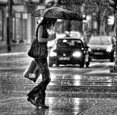 It's raining - Black and white //Street Photography