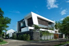 Tropical design approach of modern BM residence by DPHS Architects - CAANdesign