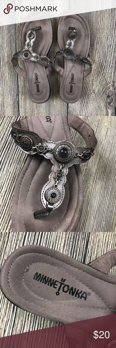 Minnetonka Sz 7 Pewter Gray Leather Flip Flops Minnetonka Women's Size 7 Gray Pewter Leather Boca Flip Flop Thong Sandals Shoes  These do have a few signs of wear, but nothing major. Please see photos. Minnetonka Shoes Sandals