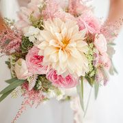 One thing that never, ever goes out of style is elegance. Pure and Simple. AndRitzy Bee Eventsknows how to craft thatunderstated beauty and make it shine throughout an affair. It's the type of wedding that would get the Jackie O style stamp of approval with layers of florals byHolly Heider Chapple Flowersso gorgeous they belong […]