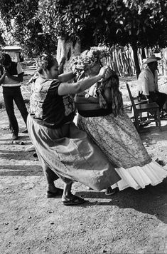 Juchitán, México Women through the lens of Graciela Iturbide History Of Photography, Nude Photography, Street Photography, Gulf Of Mexico, Mexico City, Photo Report, Lets Dance, Interesting Faces, World Cultures
