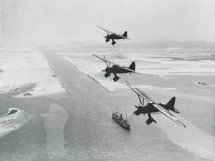 Vliegtuigen boven het Suez-kanaal in 1956