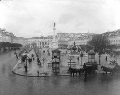 Praça Dom Pedro IV com os seus quiosques e tipóias- início séc XX, fotógrafo n/i, in AML