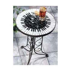 painted table - great idea for a round table!