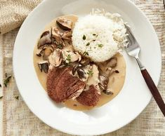 Smetanová houbová omáčka | Recepty Albert Stuffed Mushrooms, Pork, Beef, Treats, Chicken, Vegetables, Essen, Stuff Mushrooms, Kale Stir Fry