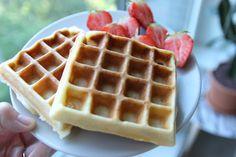 Ken je het recept van de hemelse kwarkbollen nog? Daar kun je dus ook hemelse kwarkwafels van maken! Een top ontbijt, als je het mij vraagt.