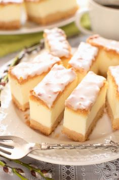 Sernik biały puch (na samych białkach) Polish Desserts, Polish Recipes, Cookie Desserts, Sweet Recipes, Cake Recipes, Dessert Recipes, Puch Recipe, Kolaci I Torte, Unique Desserts