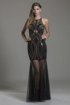 79ac335f0 Valentino Black é um lindo vestido preto com bordados em dourado e  transparência, uma combinação perfeita de elegância e sensualidade .