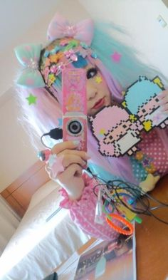 DECORA KEI I love the little chibis holding hands. I want to make that into a clutch!