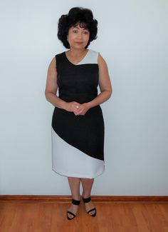 A sleeveless black and white dress with back slit. Great for summer occasions. Colorblock Dress, Black And White Colour, Colourful Outfits, Stylish Dresses, I Dress, Different Styles, Color Blocking, Designer Dresses, White Dress