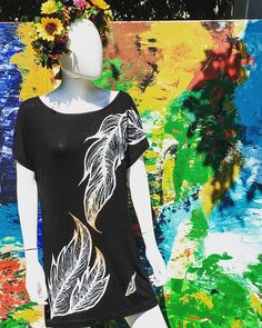 #art #artist #artistsoninstagram #pain #painted #paintedclothes #tshirt #clothingbrand #clothing #womansfashion #womanwear #paintedtshirt #feathers #paintedfeathers #artonclothes #blackshirt #artlovers #artadis Feather Painting, Painted Clothes, Feathers, Women Wear, Hand Painted, Womens Fashion, Clothing, Artist, Mens Tops
