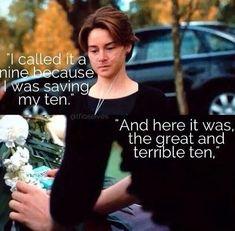 Toen Hazel voor het eerst in het ziekenhuis belandde, vroeg de dokter om de pijn op een schaal van 1 tot 10 te plaatsen. Hazel antwoordde daarop een 9, omdat ze dat ene punt nog wou houden voor later want ze wist dat het erger kon. Maar toen Augustus stierf vond ze de pijn onverdragelijk en daar was het dan de 10.