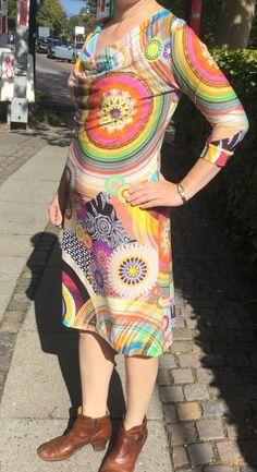 Vandfaldsbluse forlænget til kjole Viskose Jersey med knald på farverne