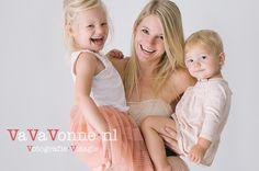 "The three ""Miss-keteers""! . . . . . #sisters #siblings #childrensphotography#familyphotographer #simplefamilyphotography #mama #supermom #mooiemama #authenticfamily #authenticfamilyphotography #mamasofinstagram#ongekunsteld#lievemama #vriendinnen #mama #baby #dreumes #toddler #fujifilm #fujifeed #fujifilmxt2 #vavavonne #vught #eindhoven #tilburg #breda #vught #familiefotograaf #gezinsshoot #familiefotoshoot"