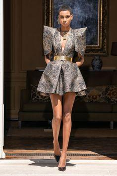Ronald van der Kemp Haute Couture Fall Winter 2020 2020 Fashion Show Vogue Paris Givenchy Couture, Haute Couture Paris, Elie Saab Couture, Chanel Runway, Crazy Runway Fashion, Look Fashion, Fashion Design, Vogue Fashion, Fall Fashion