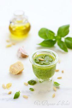 Pesto au basilic Summer Recipes, Great Recipes, Cooking Sauces, Tapenade, Pesto Sauce, Basil Pesto, Home Food, Pasta, Food Gifts