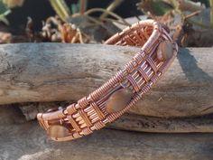 Alambre de joyería envuelta, totalmente hecho a mano con piedras marrón en el…