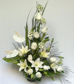 Diseños Florales Altar Flowers, Bouquet, Sunday School Crafts, Gladiolus, Arte Floral, Calla Lily, Bat Mitzvah, Ikebana, Flower Designs