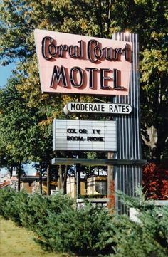 coral courts motel - Photo by, Shellee Graham, springfieldart.net