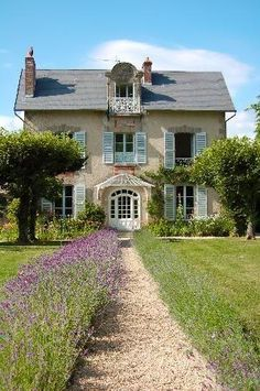 68 Beautiful French Cottage Garden Design Ideas - ROUNDECOR - Beautiful french cottage garden design ideas 02 The Effective Pictures We Offer You About rock gard - French Cottage Garden, Lavender Cottage, French Country Cottage, French Country Style, French Farmhouse, French Country Decorating, Farmhouse Style, Country Cottages, Cottage Gardens