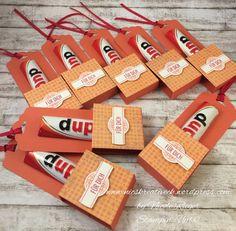 Stampin' Up! - Duplo Verpackung mit Stanze Gewellter Anhänger,DSP CUPCAKES UND KARUSSELLS und Set Anmutige Anhänger und Angebracht