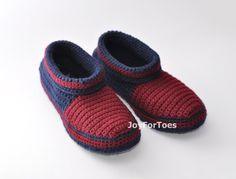 Cargadores de los hombres zapatillas de ganchillo por JoyForToes