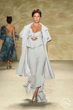 @mariaelenavillamil  #mujereseneljardin #romanticismo #feminidad  #vibroconlamoda #colombiamods2017   Get Up, Designer Collection, Fashion Show, Runway, Street Styles, Pants, Romanticism, Sewing Patterns, Walkway