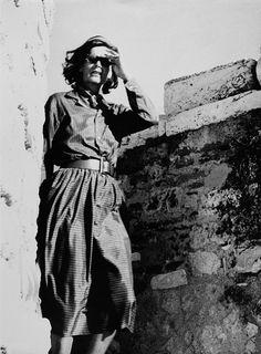 Greta Garbo visiting the Acropolis of Athens in Greece, circa Rare Photos, Old Photos, Vintage Photos, Athens Acropolis, Athens Greece, Old Movies, Vintage Movies, Divas, The Painted Veil