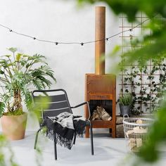 Fermob Luxembourg Collection The Luxembourg collection was initially created in 1923 in the Paris parks department workshop for the gardens of the same name. Outdoor Spaces, Outdoor Chairs, Outdoor Living, Outdoor Decor, Scandinavian Garden, Greenhouse Shed, Backyard Plants, Cactus, Rooftop Bar