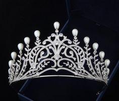 Chaumet Leafy Spray Tiara imitation. [Ebay: promdresssales] http://royaldish.com/index.php?topic=753.msg618009#msg618009