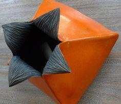 Mes terres Raku - Structures                                                                                                              vase carré                                                                    Plus