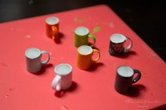 Making Miniature Mugs out of Straws - Mimi's Little Sylvanian Town Diy Doll Miniatures, Dollhouse Miniature Tutorials, Miniature Crafts, Miniature Dolls, Dollhouse Accessories, Barbie Accessories, Tim Holtz, Ikea Dollhouse, Diy Dollhouse Books