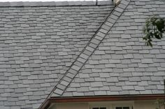 A custom combination of North Country slate lengths and widths can be utilized to create a dramatic effect on a roof.This design detail adds additional depth to the roof by creating the impression that the rafter length is longer than actual.