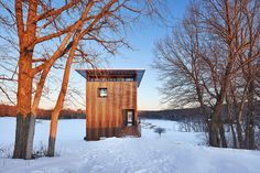 Escape into nature in this serene Wisconsin cabin: MetalLark Tower Cabins In Wisconsin, Rustic Homes, Small Lake, Deciduous Trees, Pine Forest, Steel Wall, Modern Buildings, Solar Panels, Serenity