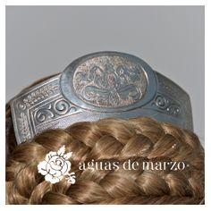 Peineta en plata de la tienda y taller de confeccion de indumentaria Aguas de Marzo® en Valencia