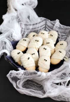 In Ancient Egypt, mummification rituals went on for 70 days. Today, these festive, fancy Mummy Milanos only take 10 minutes to make. Click through for the recipe and more easy Halloween cookie recipes for this year's Halloween party.