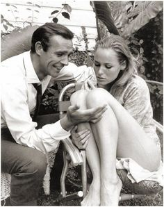 James Bond Dr No: Behind-The-Scenes Photos of Sean Connery and Ursula Andress Sean Connery James Bond, Ursula Andress, Saint Yves, Bond Girls, James Bond Style, James Bond Movies, Cinema, Scene Photo, Movie Posters