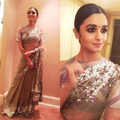 Alia Bhatt in a Manish Malhotra Saree for a Wedding Blouse Designs High Neck, High Neck Blouse, Saree Blouse Designs, Manish Malhotra Saree, Lehenga Choli, Anarkali, Alia Bhatt Saree, Lehenga Blouse, Sabyasachi