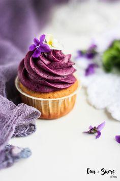 vanilla almond cupcakes