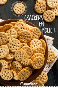 Baked Multigrain Mathri Recipe with Italian Flavors Dry Snacks, Savory Snacks, Tea Time Snacks, Biscuits And Gravy, Cookies Et Biscuits, Mathri Recipe, Crazy Cookies, Homemade Crackers, Healthy Crackers
