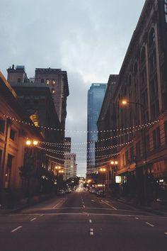 """relembrando: """"se essa rua, se essa rua fosse minha, eu mandava, eu mandava ladrilhar"""" Só que com luzes ao invés de ladrilhos."""