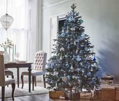 Christmas by English brand John Lewis is always wonderful and inspiring: lush festive trees, lots of bright and cheerful toys, shiny decorations, and ✌Pufikhomes - source of home inspiration Christmas Trends, Christmas 2017, Christmas Inspiration, Xmas Ideas, Winter Christmas, John Lewis Christmas Decorations, Holiday Decor, Beautiful Interiors, Beautiful Homes