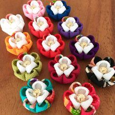 日本の伝統工芸である「つまみ細工」でつくりました、ふっくらとしたお花です。Uピン、ヘアピン、パッチンピン、ベビークリップ、なんでも付けます(^^)お花そのままでもOK♪上質な一越ちりめんで作ったお花はふっくらとして、お色も綺麗く、とても可愛いですよ。お花...