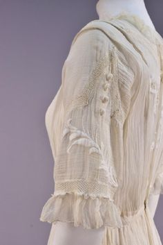 Lot: EMBROIDERED COTTON GARDEN GOWN, EARLY 20th C., Lot Number: 0522, Starting Bid: $50, Auctioneer: Charles A. Whitaker Auction Co., Auction: Couture, Fabric Swatches, Jewelry &Textiles, Date: April 29th, 2017 MDT