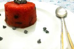 Il gelo di melone è un dolce al cucchiaio estivo, tipico della tradizione siciliana, fresco e leggero ed è una gelatina che si ottiene mescolando l'anguria e l'amido di mais, arricchita con gocce di cioccolato o frutta candita.