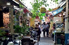Adventuring around Wang Lang Market, the old market beside Siriraj Hospital, is a pedestrian market with many shops, or sitting and enjoy. Bangkok Thailand, Thailand Travel, Public Relations, Beautiful Places, Old Things, Street View, Adventure, Marketing, City