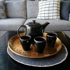 #nordicdecoration #scandinaviandesign #tray #jug #cup #sofa #coffeetable #housedoctor #hubsch
